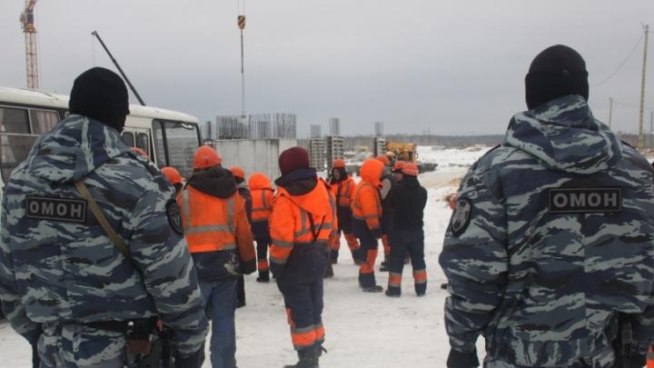 «Ввосьмером на одну кровать»: в Екатеринбурге накрыли хостел, который заселил 418 мигрантов