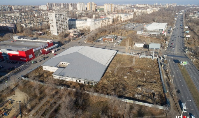 Заброшенный «МАН» на севере Волгограда хотят превратить в двухэтажный торговый центр