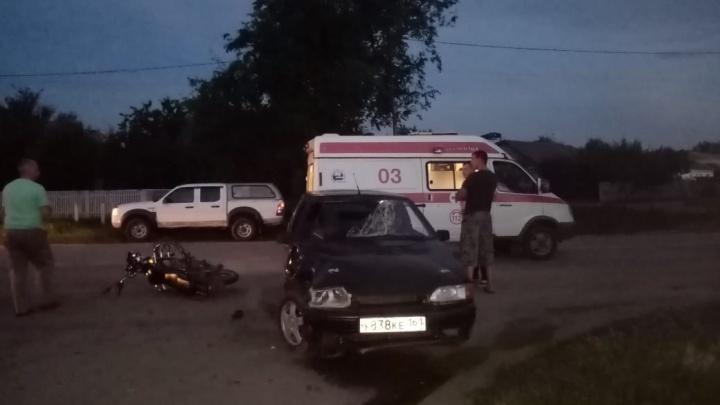 В Ростовской области два подростка на мотоцикле столкнулись с легковушкой