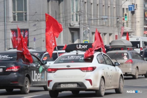 Автомобили проехали по центру города