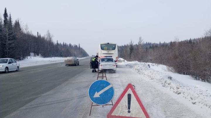 На Пермском тракте спасли детскую хоккейную команду, которая замерзала в сломавшемся автобусе