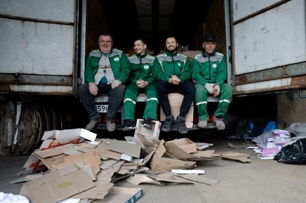 Настоящие супергерои в зеленом научат сортировать мусор и вывезут ТБО