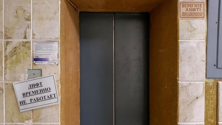 Чтобы на своей шкуре прочувствовали: волгоградских чиновников пешком загнали на 20-й этаж на совещание по замене лифтов