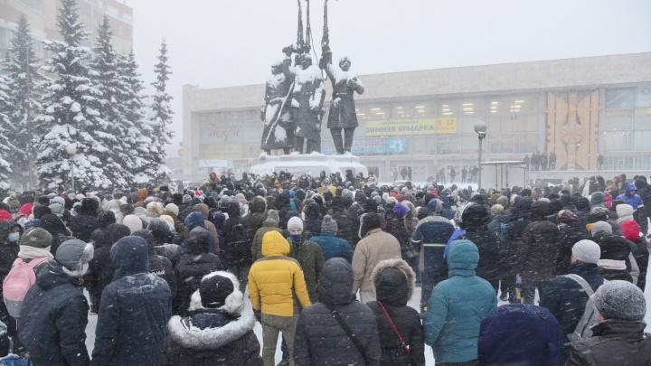 К нескольким активистам в Архангельске накануне вечером наведались сотрудники полиции