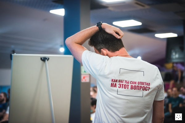 На одном из недавних мероприятий Xsolla сотрудники ходили в футболках с подобными надписями (у каждого была своя)