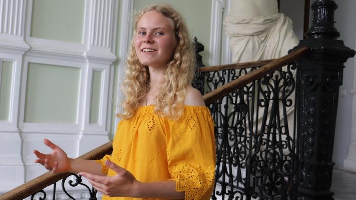 «Относитесь к ЕГЭ проще». Уральская студентка набрала максимальные 200 баллов на два года раньше срока