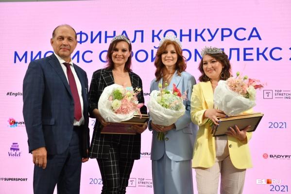 Победительница Елена Смыслова (в центре), второе место — Татьяна Плюснина (справа), третье — Валерия Баранова (слева)