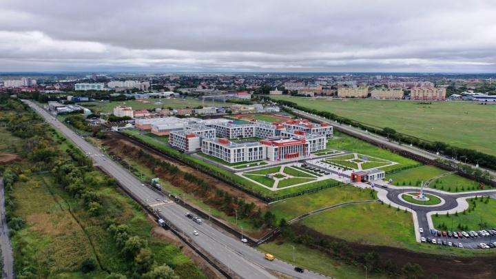 Успеть за 292 дня: Минобороны показало таймлапс строительства кадетского корпуса в Омске