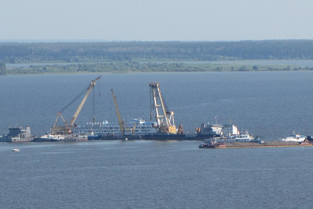 В общей сложности погибли 122 человека, в том числе и капитан судна