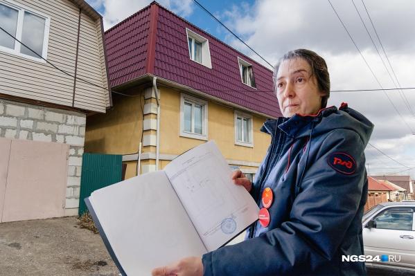 Этот дом относительно новый, его построили в 2011 году, и спустя год Центральный суд Красноярска признал его незаконным