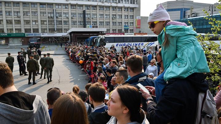 «Дети видели только задницы взрослых»: екатеринбуржцы — о закрытом параде к 9 Мая