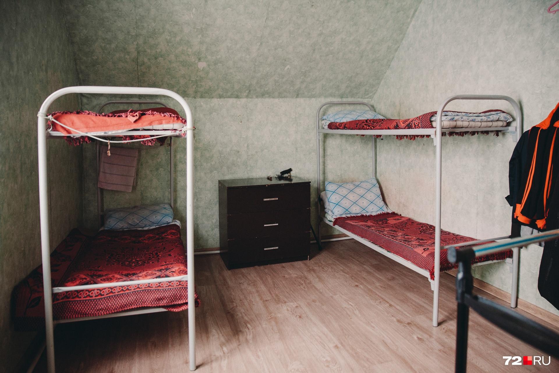 А это другая комната постояльцев. Здесь кровати для четверых людей