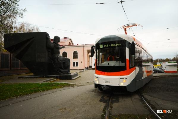 Есть две возможные врезки для путей: на улице Челюскинцев и на перекрестке проспекта Ленина и 8 Марта