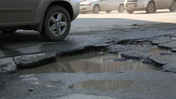 Дорогая яма: кто должен платить за оставленное на дороге колесо и оторванный бампер