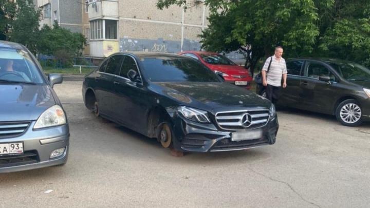 В Краснодаре поймали мужчину, который крал колеса с припаркованных машин