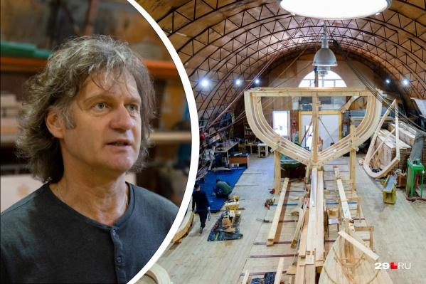 Евгений Шкаруба уже побывал в кругосветном путешествии и научил не одну сотню людей управлять яхтой. Теперь он занимается постройкой поморских судов