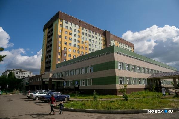 В городе одна поликлиника, обслуживающая всё население — 41 тысячу человек