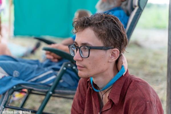У Андрея Галяутдинова плохое зрение, и, судя по словам очевидцев, к моменту пропажи он потерял очки