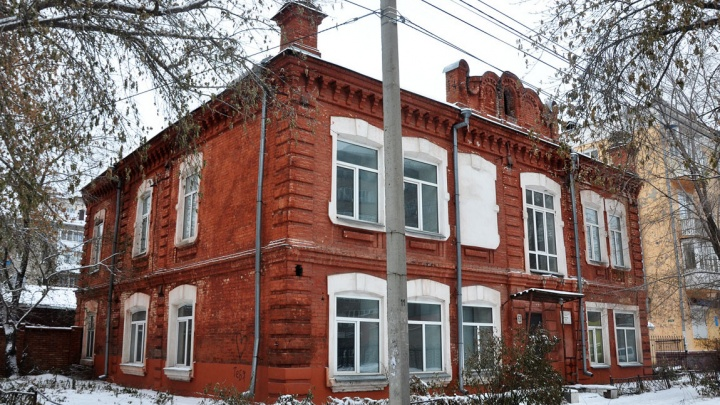 В центре Омска продают столетний особняк за 9,7 миллиона рублей