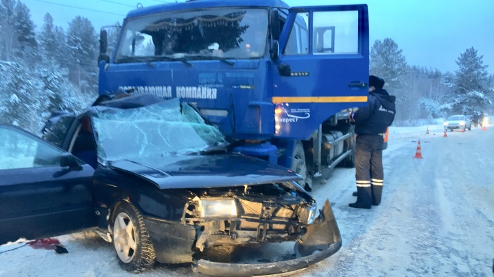 На Урале водитель Audi, никогда не получавший права, врезался в КАМАЗ и погиб