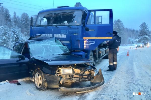 Водитель иномарки от полученных травм скончался на месте еще до приезда скорой помощи