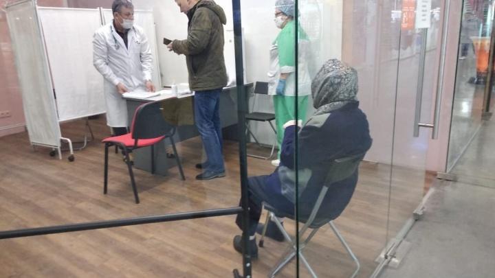 В ТЦ на Студенческой развернули мобильный пункт вакцинации от ковида