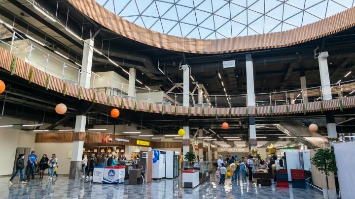 Фоторепортаж с открытия большого ТЦ: он поражает стеклянным куполом, выбором продуктов и аутлетом одежды