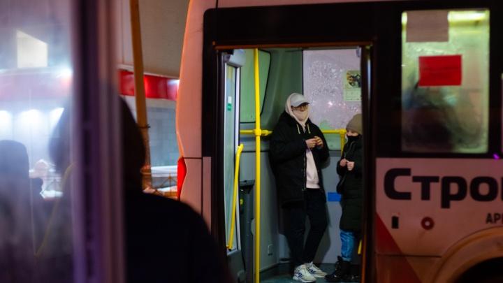 В Архангельске с 1 марта подорожал проезд в автобусе. Но при безналичной оплате делают скидку