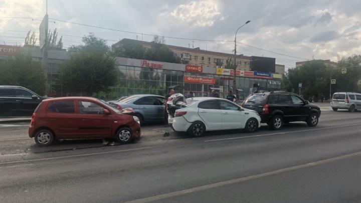 Бились друг за другом: крупная авария на западе Волгограда