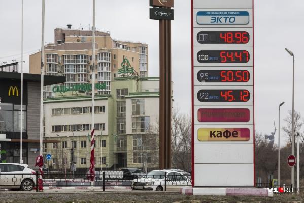 Цены, указанные Росстатом, отличаются от тех, с которыми встречаются водители на заправках