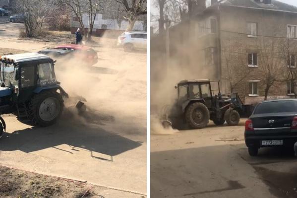 Трактор устроил жителям пылевой ад