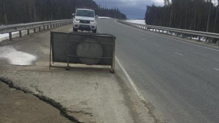 В ХМАО растаяла дорога за 4,6 млрд. Ее построила компания депутата-единоросса. Публикуем видео