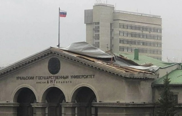 «Возможно падение шифера с крыш». МЧС объявило экстренное предупреждение