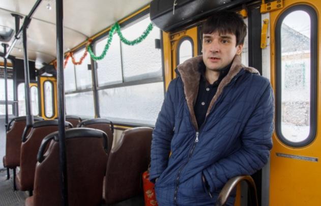 Уникальный волгоградский автобус стал героем тест-драйва Ивана Зенкевича