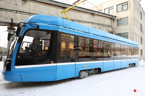 Новый трамвай будет возить пассажиров две недели