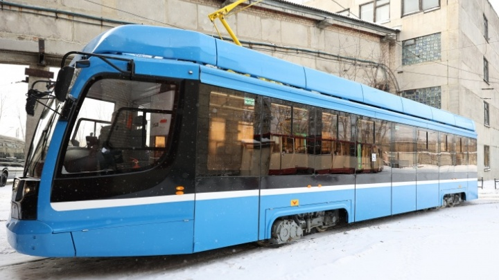 В Челябинске на линию вывели новый синий трамвай. Надолго ли?