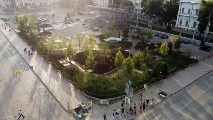 За неделю до открытия. Летаем над садом, который появляется на месте парковки на площади 1905 года