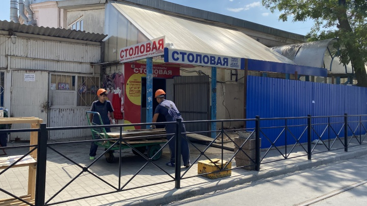 На Центральном рынке начали сносить ларьки, которыми недовольна администрация Ростова