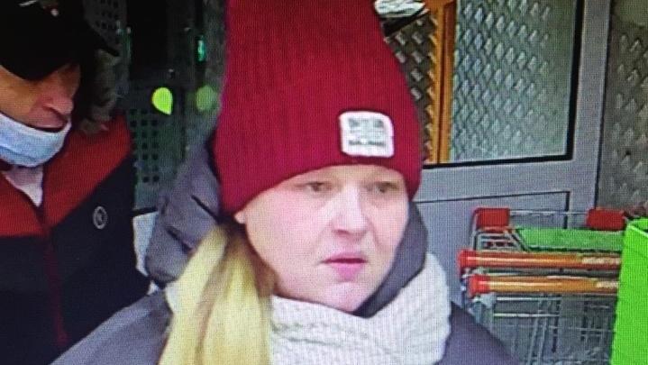 В Екатеринбурге полиция ищет молодую пару, укравшую у мужчины деньги в продуктовом магазине