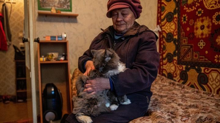 Самый замерзший дом Новосибирска. Посмотрите, на какие уловки идут люди без горячей воды и отопления