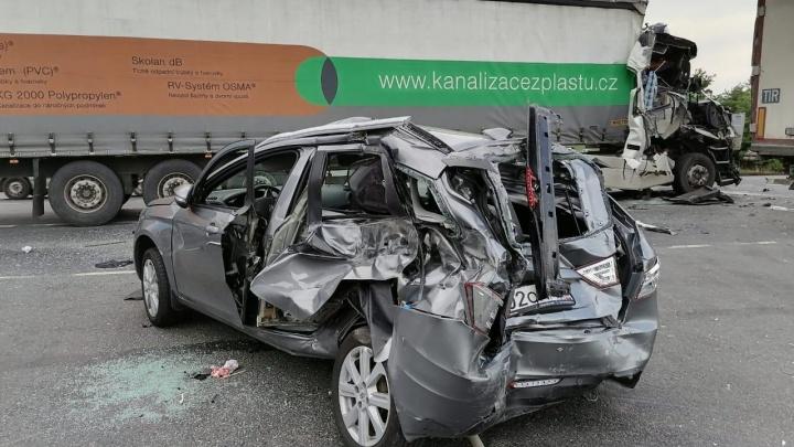 Водитель грузовика «Вольво» спровоцировал массовое ДТП на трассе М-5