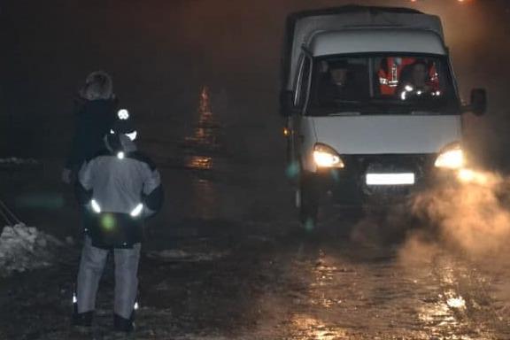 В Кемерово на Притомском проспекте прорвало трубу с холодной водой. На месте работают специалисты
