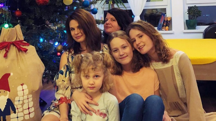 Как воспитать звезду. Мама Лизы Монеточки рассказала о миллионных заработках певицы, о ее замужестве и планах на детей