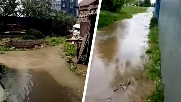 Из-за крупной коммунальной аварии затопило дома на ВИЗе