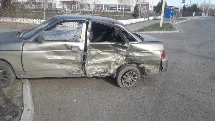 В Омске священник на Mercedes врезался в «десятку». Иномарка принадлежит архиепископу