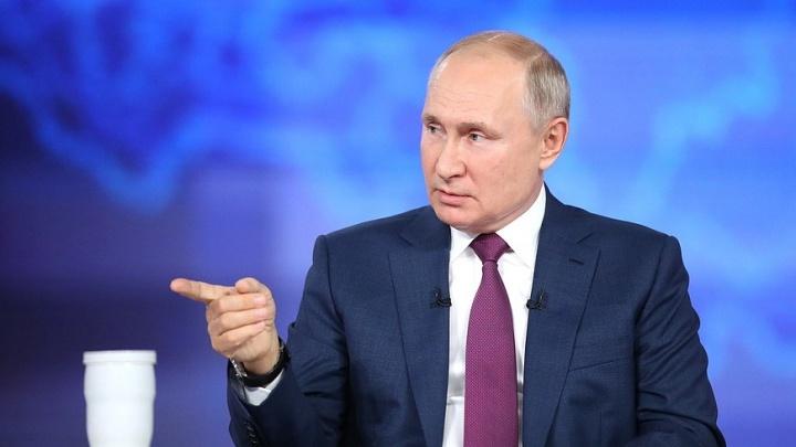 Путин поручил принять закон о защите социальных выплат от списания долгов