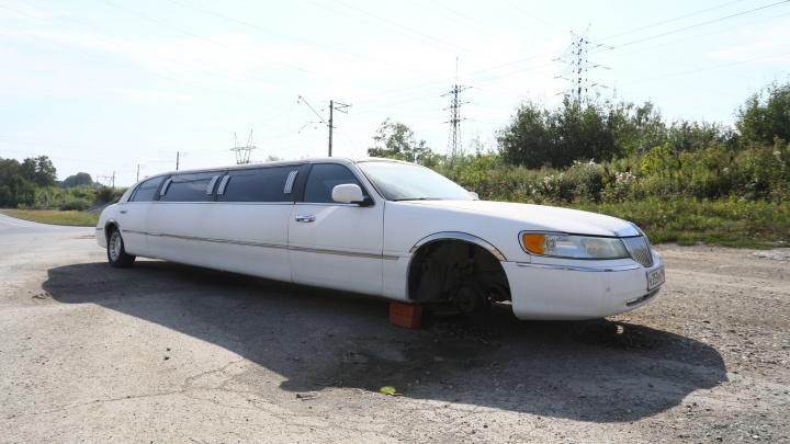 Как на отшибе Екатеринбурга оказался брошенный лимузин Lincoln