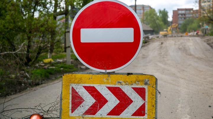 С утра понедельника на Дудинской перекрывают движение, а на Мичурина запрещают левые повороты