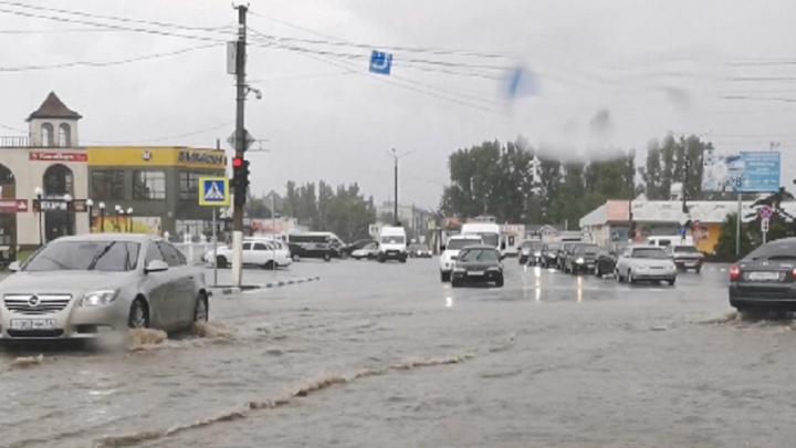 «А всего три капли упало»: черноморский шторм затопил столицу российской провинции — Урюпинск