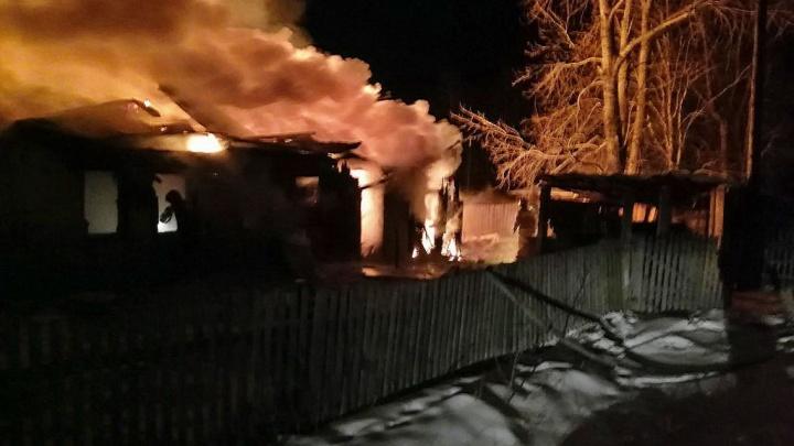 В Челябинской области многодетная семья осталась без жилья и одежды после пожара в доме